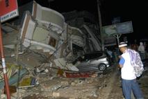 Foto : Antara- Gempa Sumbar 2009