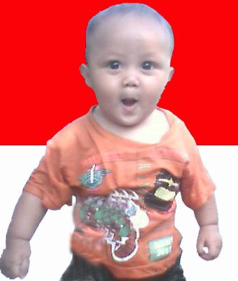 foto bayi berdiri